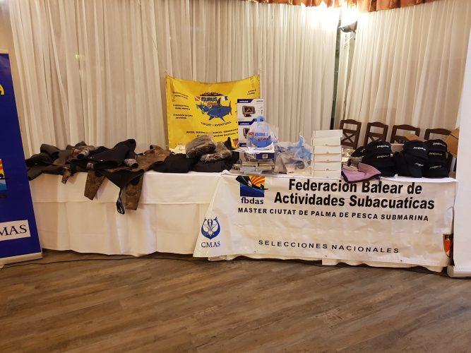 Entrega de regalos en la clausura de la Semana Master de pesca submarina 2018