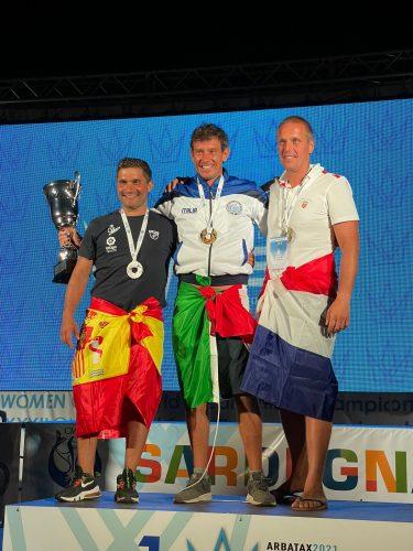 Oscar Cervantes, plata en el Mundial de pesca submarina